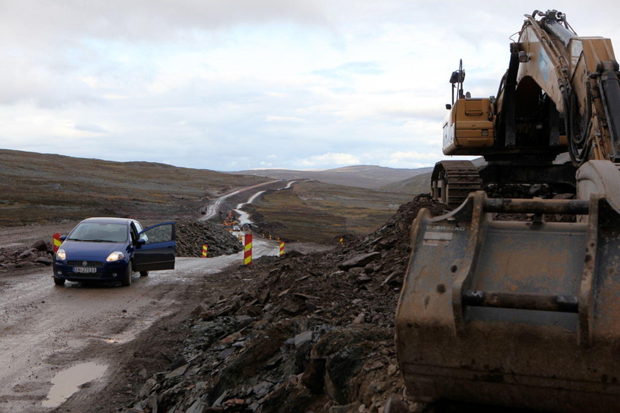 Veiarbeidene på Ifjordfjellet startet i 2009, og veien er ferdig i 2015 eller 2016. Budsjettet er på 450 millioner kroner, og det er en strekning på 36 kilometer som utbedres.