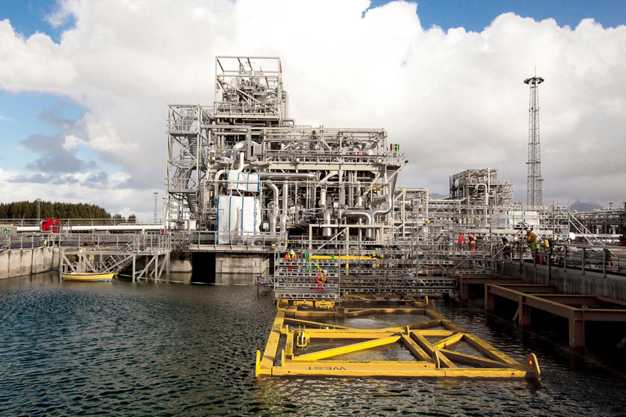 UNDER VANN: I dette enorme testbassenget testes verdens største undervannskompressor. Den er på 12,5 MW. Fire slike skal på plass for å dekke behovet for gass fra undervannsanlegget og fram til prosessanlegget på Nyhamna.