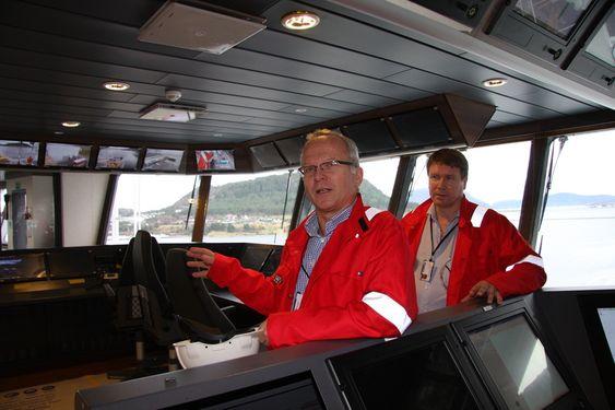 STOLTE: Prosjektleder Kjartan Alnes og byggeleder Gerhard Furø fra Aker Solutions på brua til AMC Connector.