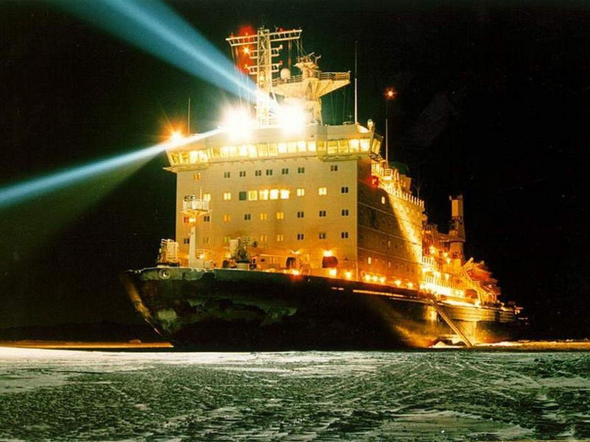 MÅ SNU: Den russiske isbryteren Taimyr har blitt tvunget til å snu etter at det er målt økt radioaktivitet om bord.