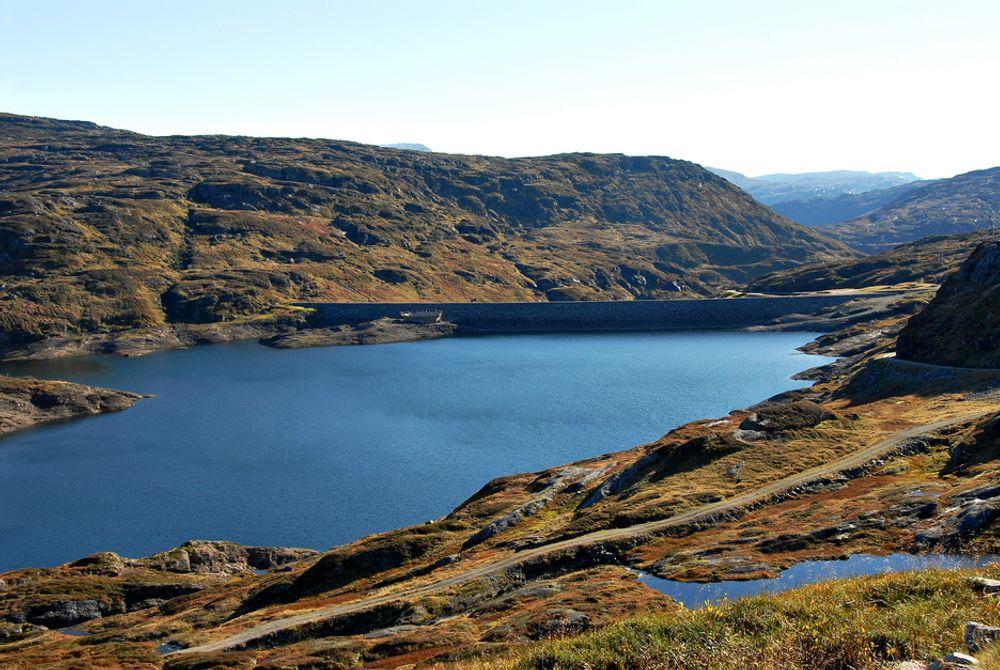 FRYKTER PRESEDENS: Hvis Askjelldalsvatnet må oppgraderes til damsikkerhetsforskriften klasse 4, vil det skape presedens for mange lignende dammer, advarer divisjonssjef i BKK Produksjon, Asgeir Thorsteinsson.