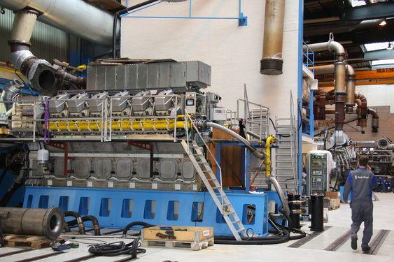TESTER: Alle nye motorer blir prøvekjørt og grundig teste før de forlater fabrikken på Hordvikneset ved Bergen.