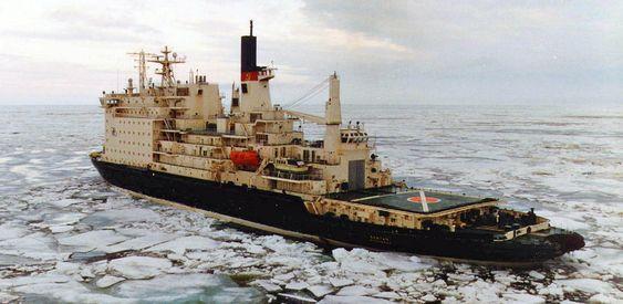 NY JOBB: Atomisbryteren Vaygach i isen i Karahavet. I vinter måtte denne båten også assistere skipsfarten i Finskebukten. Det var første gang en atomisbryter var i arbeid utenfor arktis.