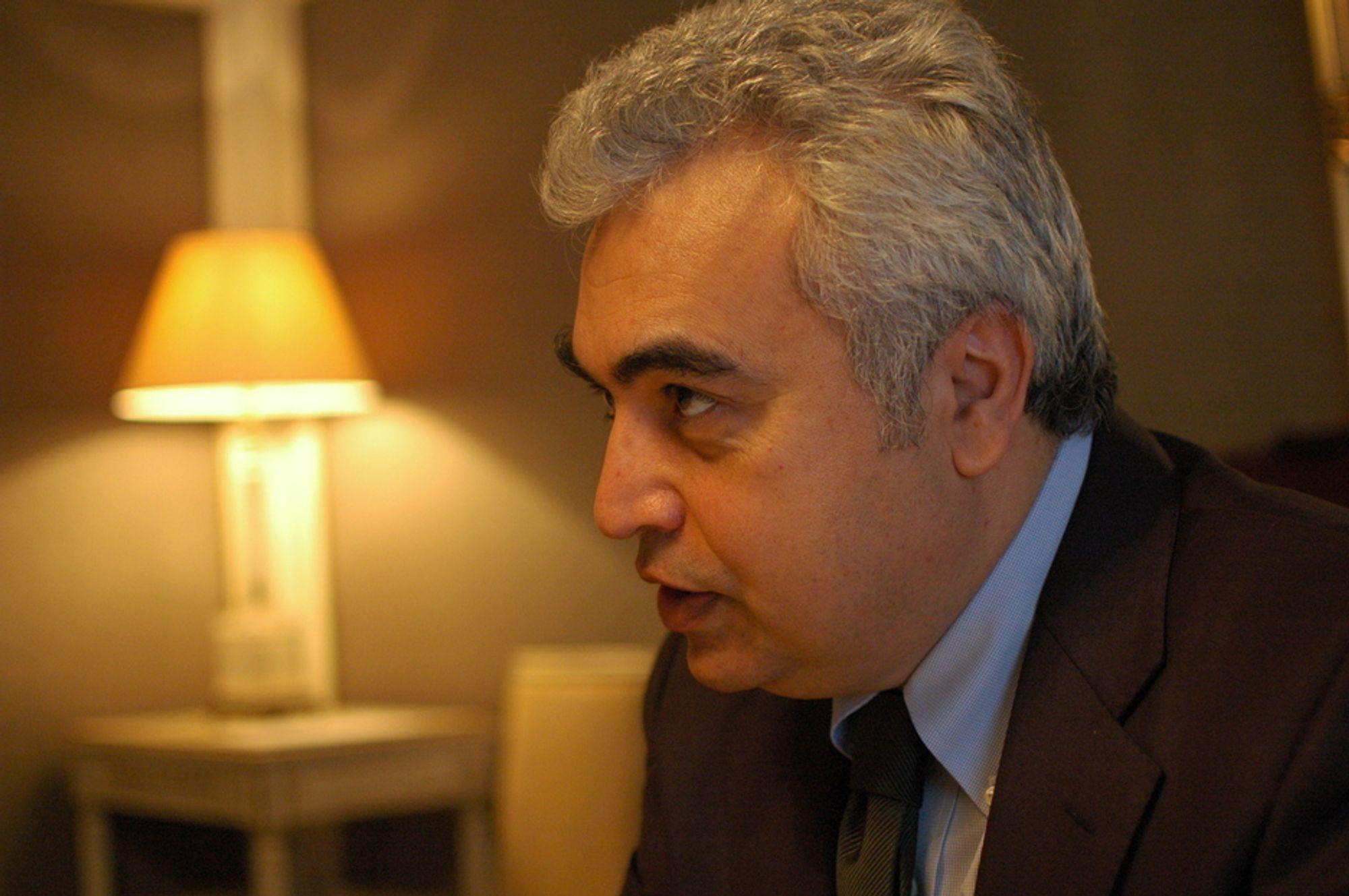BREMSER VEKSTEN: Sjeføkonom Fatih Birol er bekymret for verdens vekst. Det mangler 1-2 millioner fat olje per dag, og i sommer venter IEA at etterspørselen vil øke med minst 3 millioner fat per dag. Med mindre Opec åpner kranene kan det bli trøbbel. Investeringene i ny produksjon i Midtøsten og Nord-Afrika er også altfor små.