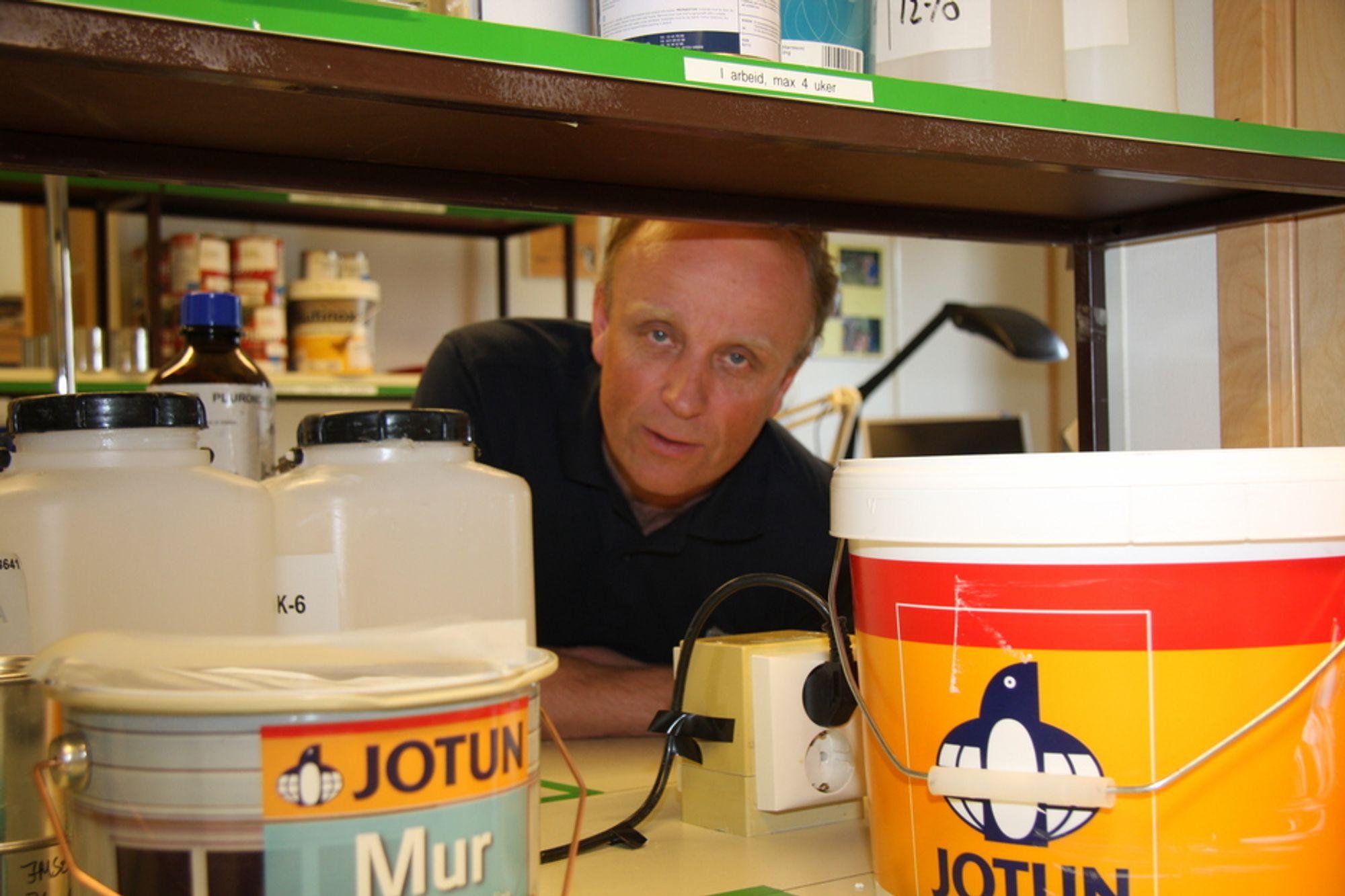 ALDRI MER: FoU-direktør Bent Haflan i Jotun sier det er 30 år siden selskapet sluttet med ftalater.