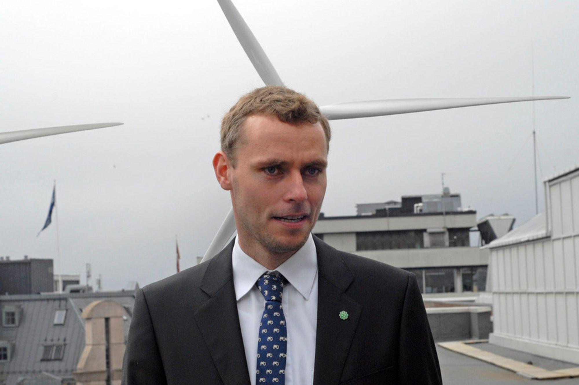 SKÅNER INDUSTRIEN: Den kraftkrevende industrien slipper å betale for elsertifikatene, kunngjorde energiminister Ola Borten Moe (Sp) i dag.