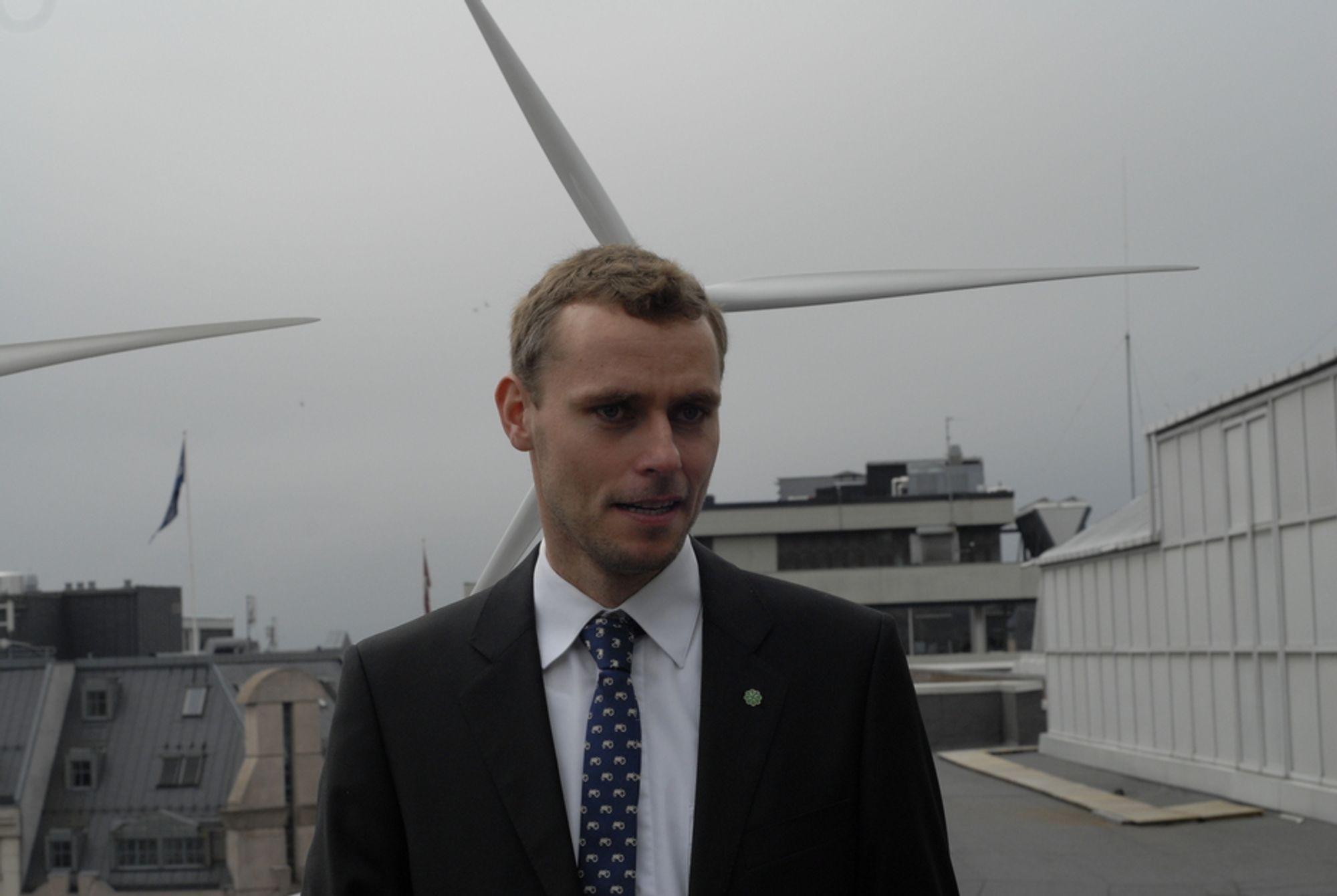 TROR PÅ OLJEN: - Norsk olje og gassnæring skal nordover også på land, sier Ola Borten Moe.