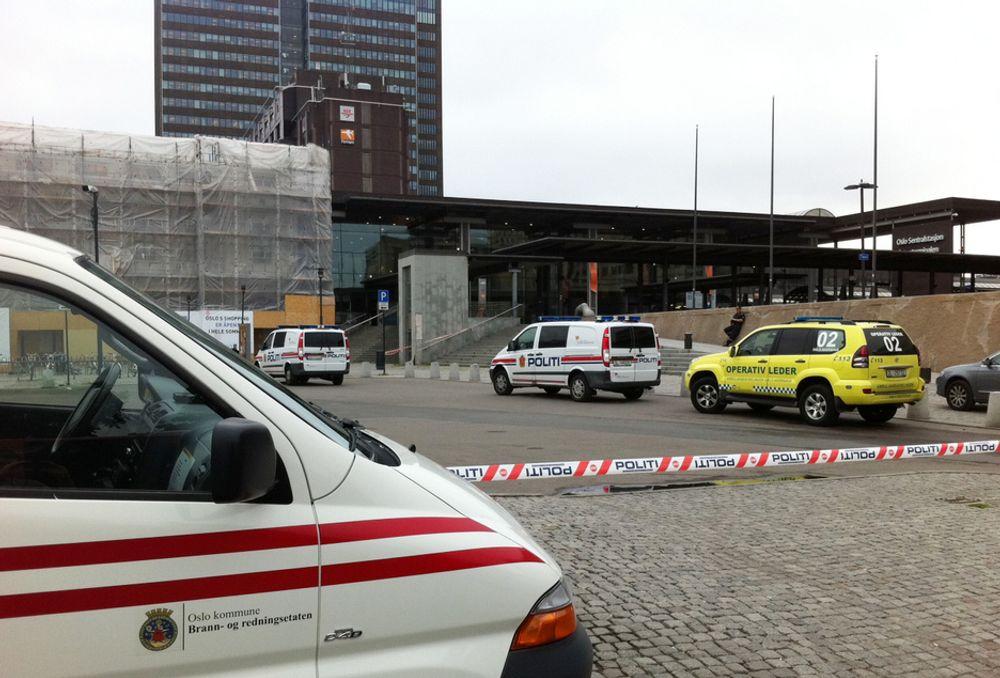 Oslo S ble sperret av i flere timer mandag morgen, etter at politiet ble kalt inn for å undersøke en koffert som ble forlatt i flybussen ved spor 19.