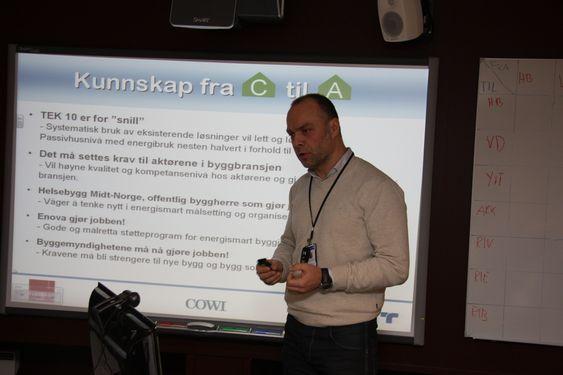 KRITIKK: Bjørnar Gullbrekken fra Veidekke kom med kritikk av myndighetene for å stille for slappe krav. Byggenæringen kan levere bedre enn det myndighetene krever, hevdet han.