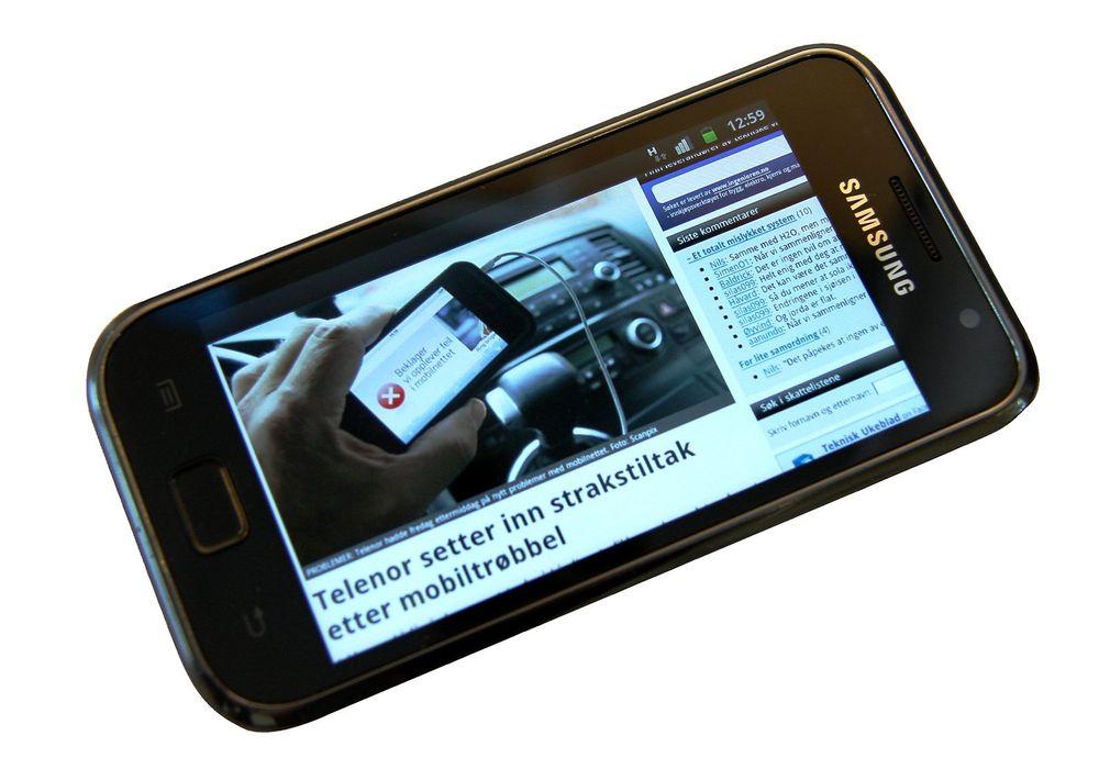 TAR OVER: I løpet av 2011 har tre millioner nordmenn smarttelefoner.
