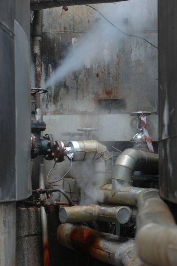Bellona-aksjon mot Oleon i Sandefjord 200611 Bellona-aksjon mot Oleon i Sandefjord 200611. Dette er ifølge Bellona en lekkasje fra en tank med farlig avfall.