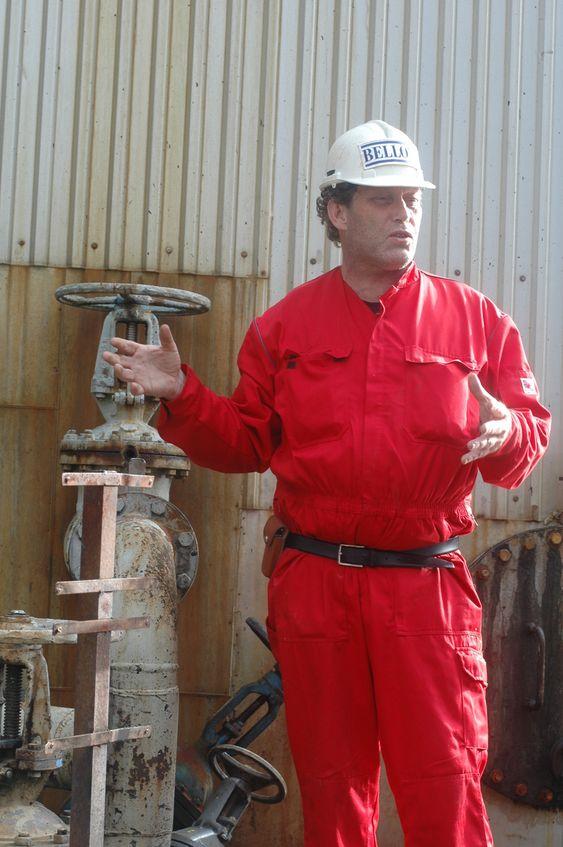 Bellona-aksjon mot Oleon i Sandefjord 200611 Bellona-aksjon mot Oleon i Sandefjord 200611. Frederic Hauge innleder aksjonen.