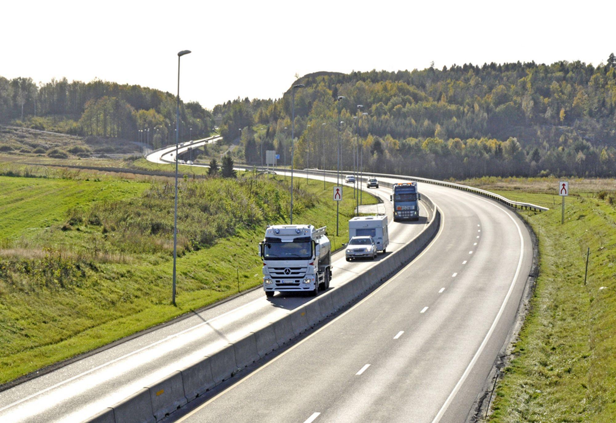 Veidekke skal utvide E 18 mellom Holmene og Tassebekk. Denne strekningen sør for Borgekrysset blir framtidig nordgående kjørebane på E 18. Midtdeleren blir fjernet og antall felt redusert fra tre to to.
