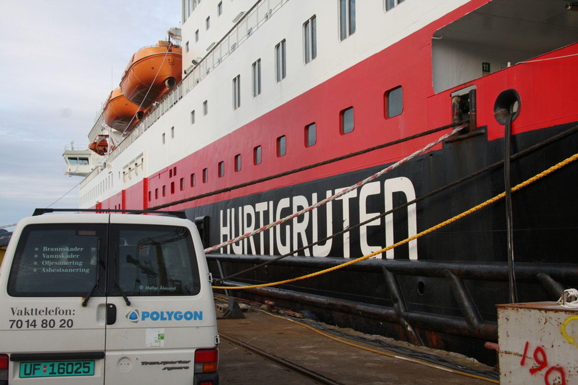 VASK: Nordlys ved kai på Fiskerstrand Verft. Syv verft har levert anbud på reparasjoner. Mye av fellesområdene på skipet er vasket og renset mens Hurtigruten vurderer anbudene.