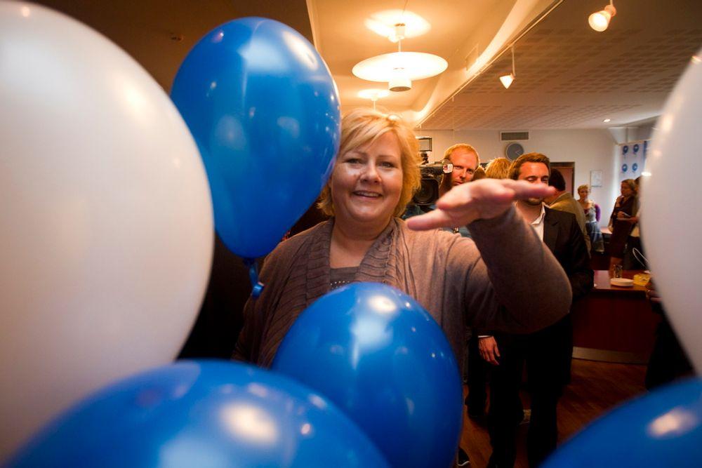 JUBALONG: Erna Solberg feiret seg selv og Høyre natt til tirsdag.
