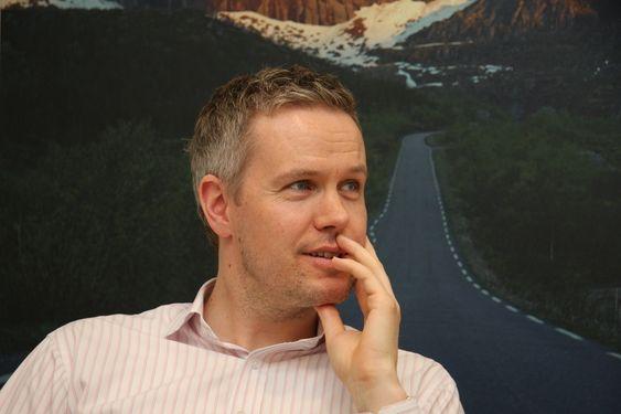 MARKEDSLEDER: Hallstein Havåg, salgsdirektør  for avsvovlingssystemer i Alstom Power er fornøyd med 3/4 av markedet. Alstom i Norge nyter godt av franskmennenes salg av kraftverk.
