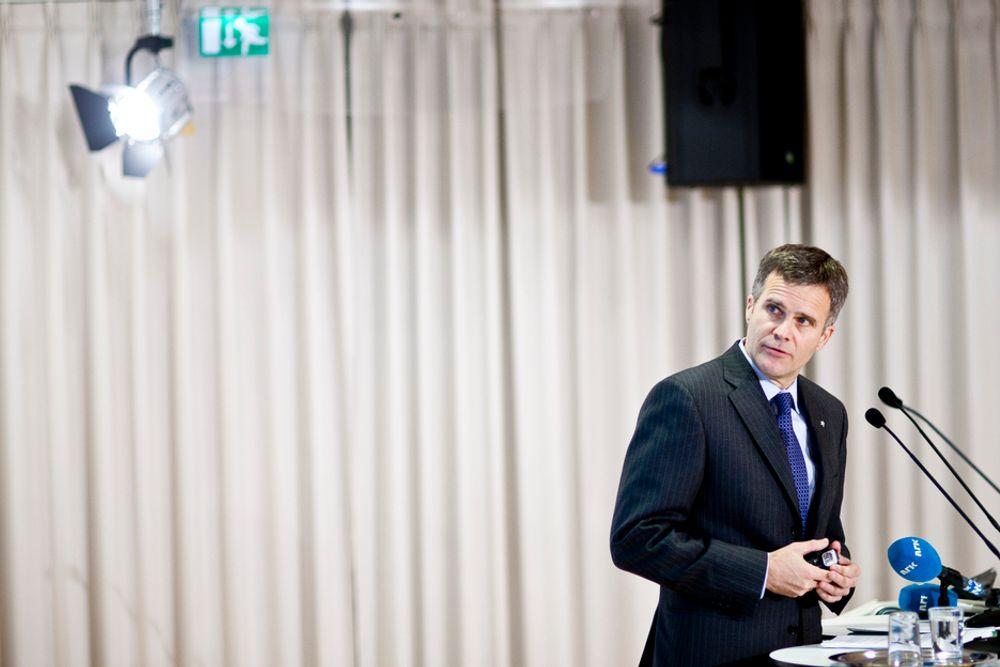 Det kan bli kapasitetsproblemer på norsk sokkel, tror Helge Lund.