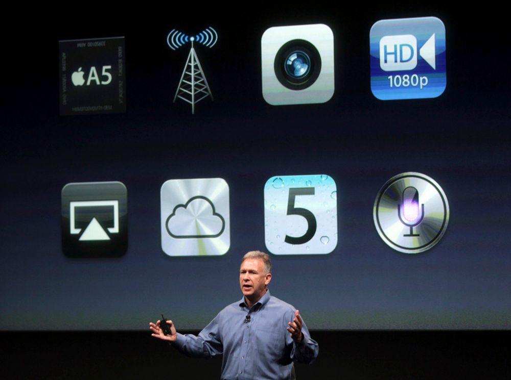 IKKE JOBS: Phil Schiller (bildet) og den nye Applesjefen Tim Cook holder kveldens pressemøte hos Apple i Cupertino.