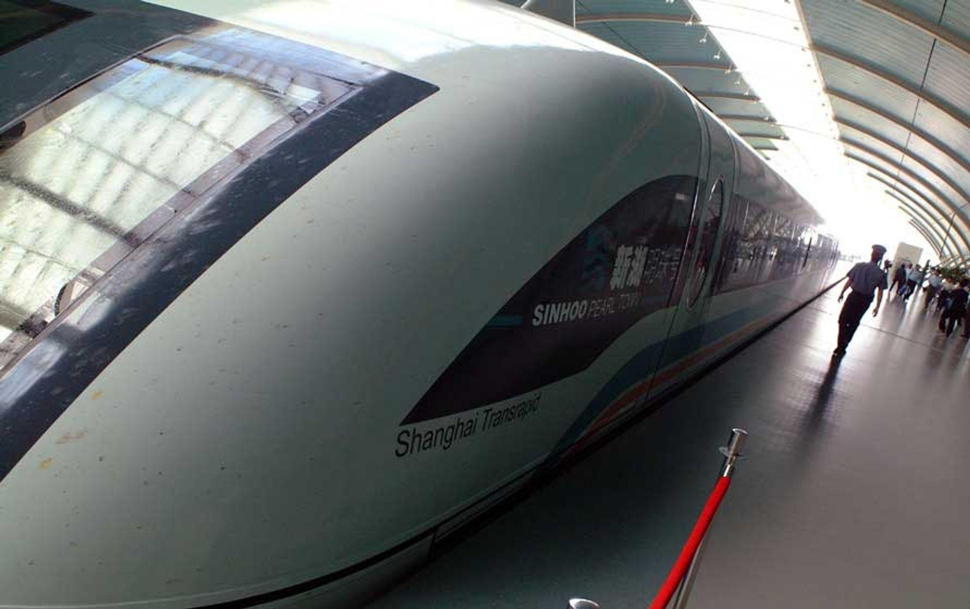 Det tyskutviklede magnettoget som forbinder flyplassene rundt Shanghai med byens sentrum er blant det første kommersielle magnettogene i verden.