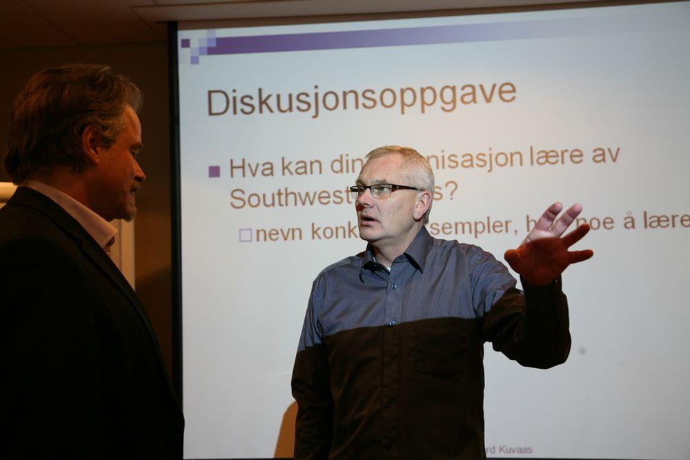 NYTT: Oppsigelser brukes ofte for å tjene mer penger, ikke for å spare penger, sier Bård Kuvaas (til høyre) til Stig Lægreid, leder av NITOs forhandlingsutvalg for privat sektor.