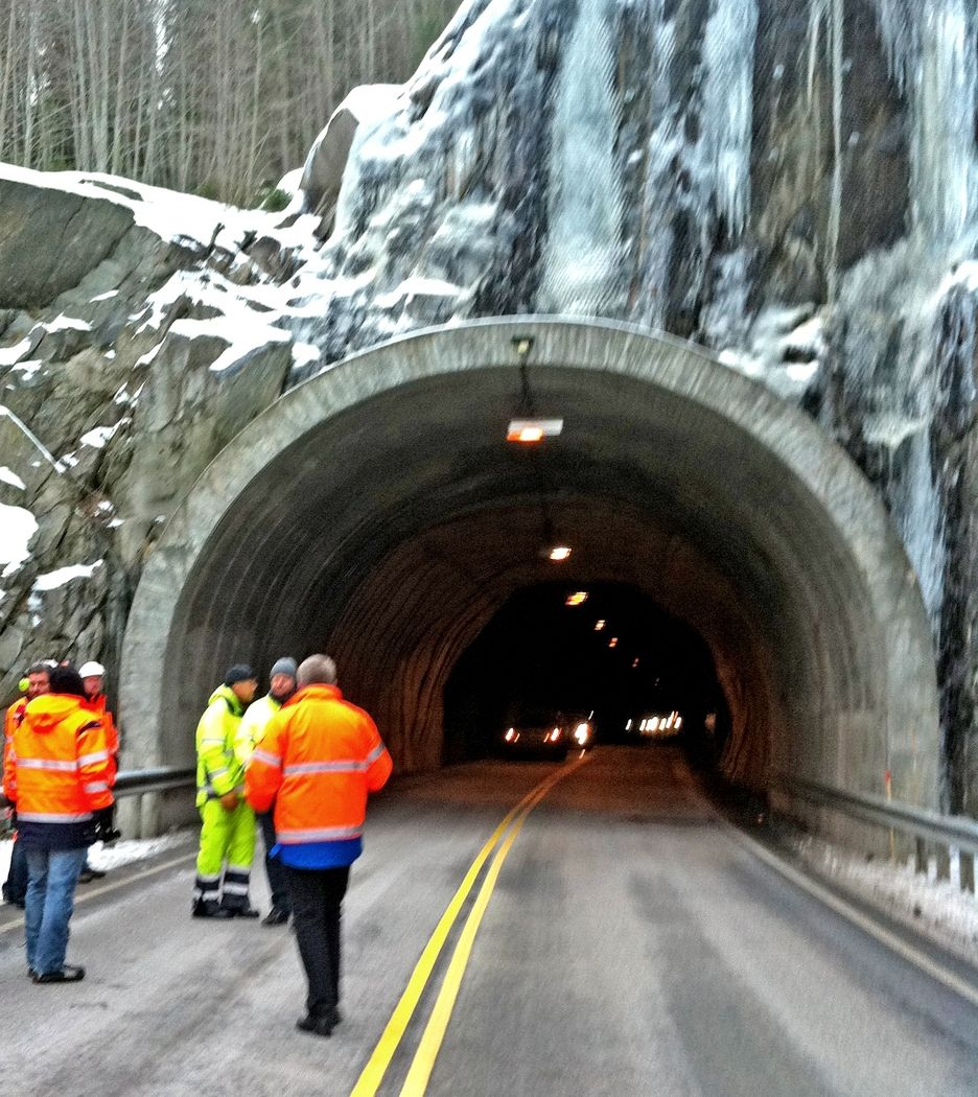 Dette er nordre portal på Jønjiljotunnelen, som skal forlenges med 20 meter. Mesta får kontrakten på oppgradering av denne tunnelen og Presturatunnelen hvis det ikke blir oppdaget grove regnefeil eller uakseptable forbehold.