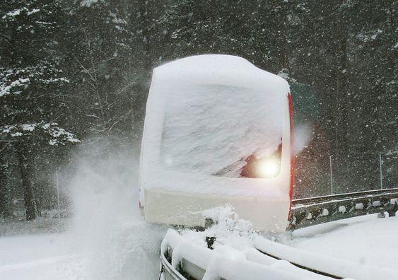 TÅLER VINTER: Etter juleferie i 2008 hadde det falt mye sne. Uten å ta noen som helst forholdsregler eller måke startet testingeniørene banen. Det gikk alldeles utmerket, uten problemer av noe slag.