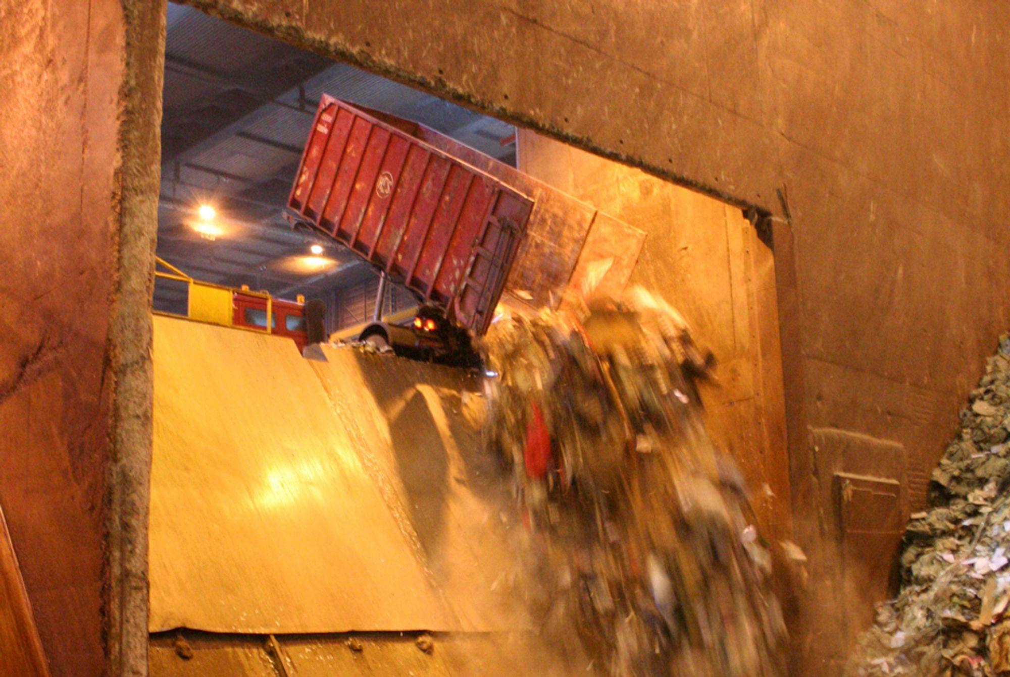FEILSLÅTT AVGIFT: Avfall Norge vil vurdere fjerning av deponiavgiften for å hindre at forurenset avfall havner på avveie.