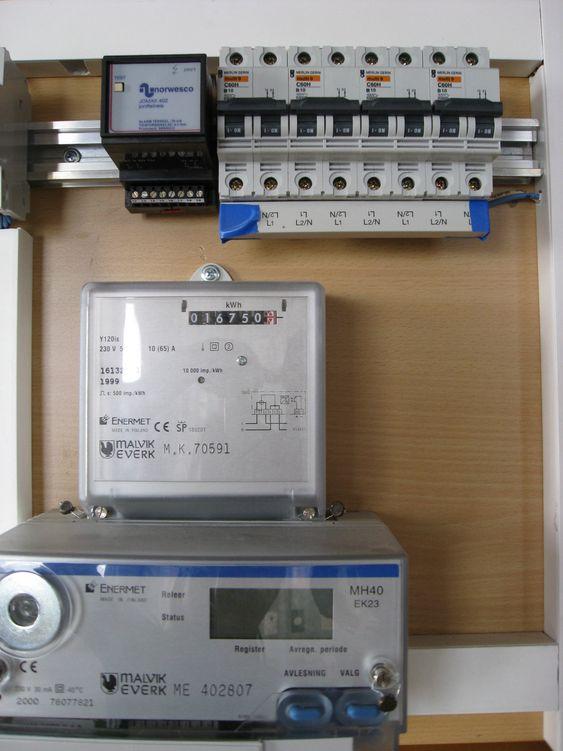 FOR TREG: førstegenerasjons AMS som Malvik Everk monterte fra 1999 til 2002. Basert på kommunikasjon på høy (22 kV) og lavspentnettet. Denne form for kommunikasjon er for treg til å samle inn timeverdier hvert døgn fra alle kundene.