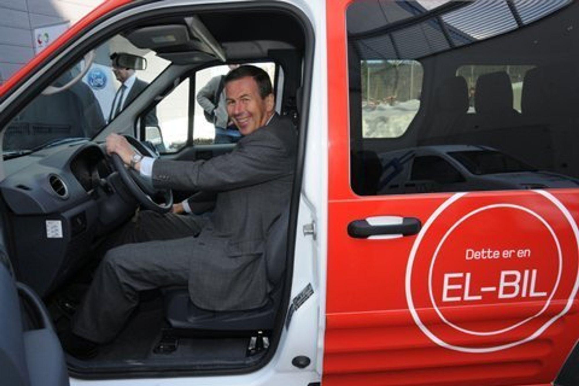 Posten har en rekke tiltak for å redusere utslippene sine. Blant annet besitter konsernet Norges største elektriske kjøretøypark.