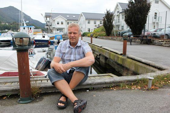 Sigmund Lunde (49) startet i det små ved å selge datamaskiner.  Virksomheten vokste til Omega, et firma med 850 ansatte i flere land som leverer software til oljeselskaper. -Basen er Ølensvåg, det er kjempekjekt å lykkes på hjemmebane, sier Lunde.