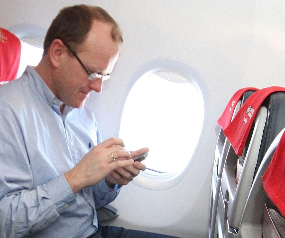 NYTT: Nettsurfing om bord på rutefly er et forholdsvis nytt fenomen. Hva preger kommunikasjonshverdagen i 2021?