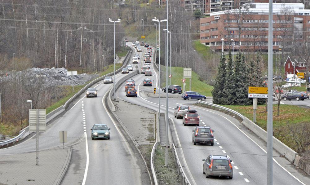Dette er E 16 like nord for Kjørbotunnelen. I framtida blir det en lokalveg. Den nye E 16 skal gå i en tunnel lengre vest, som Aas-Jakobsen skal prosjektere.