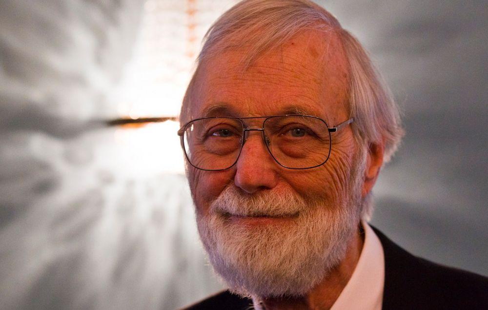 John Willard Milnor (80) fikk Abelprisen 2011 for banebrytende oppdagelser innenfor geometri, algebra og topologi i Gamle Logen tirsdag.