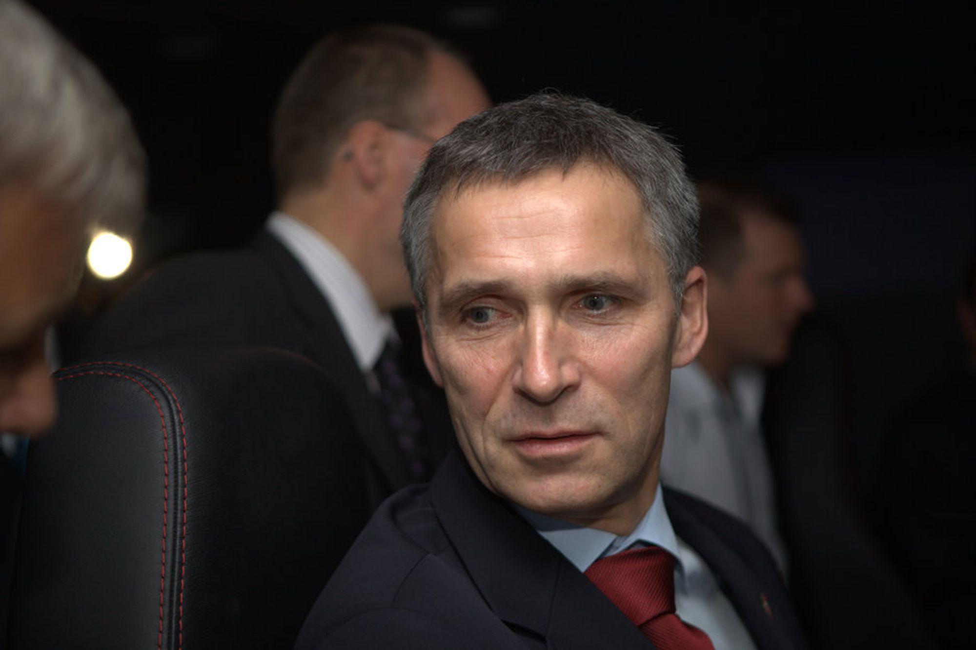 Statsminister Jens Stoltenberg forbereder seg på fremtidige tvister med russerne om grenseoverskridende oljefunn.