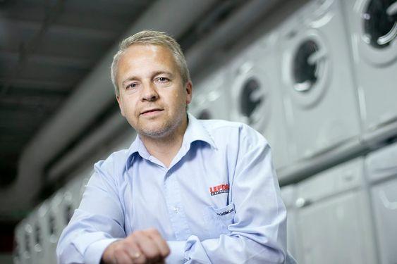FORNØYD: Administrerende direktør Trond Samuelsen i Lefdal Elektromarked.