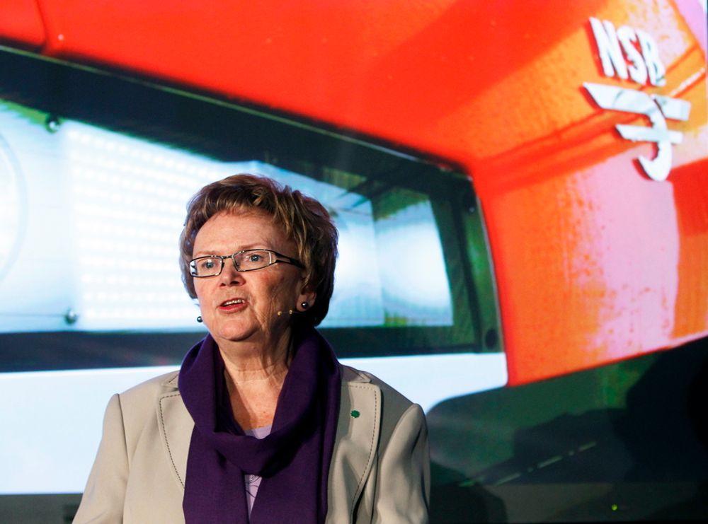 Samferdselsminister Magnhild Meltveit Kleppa da hun fikk se NSBs nye togserie i Drammen forrige uke.