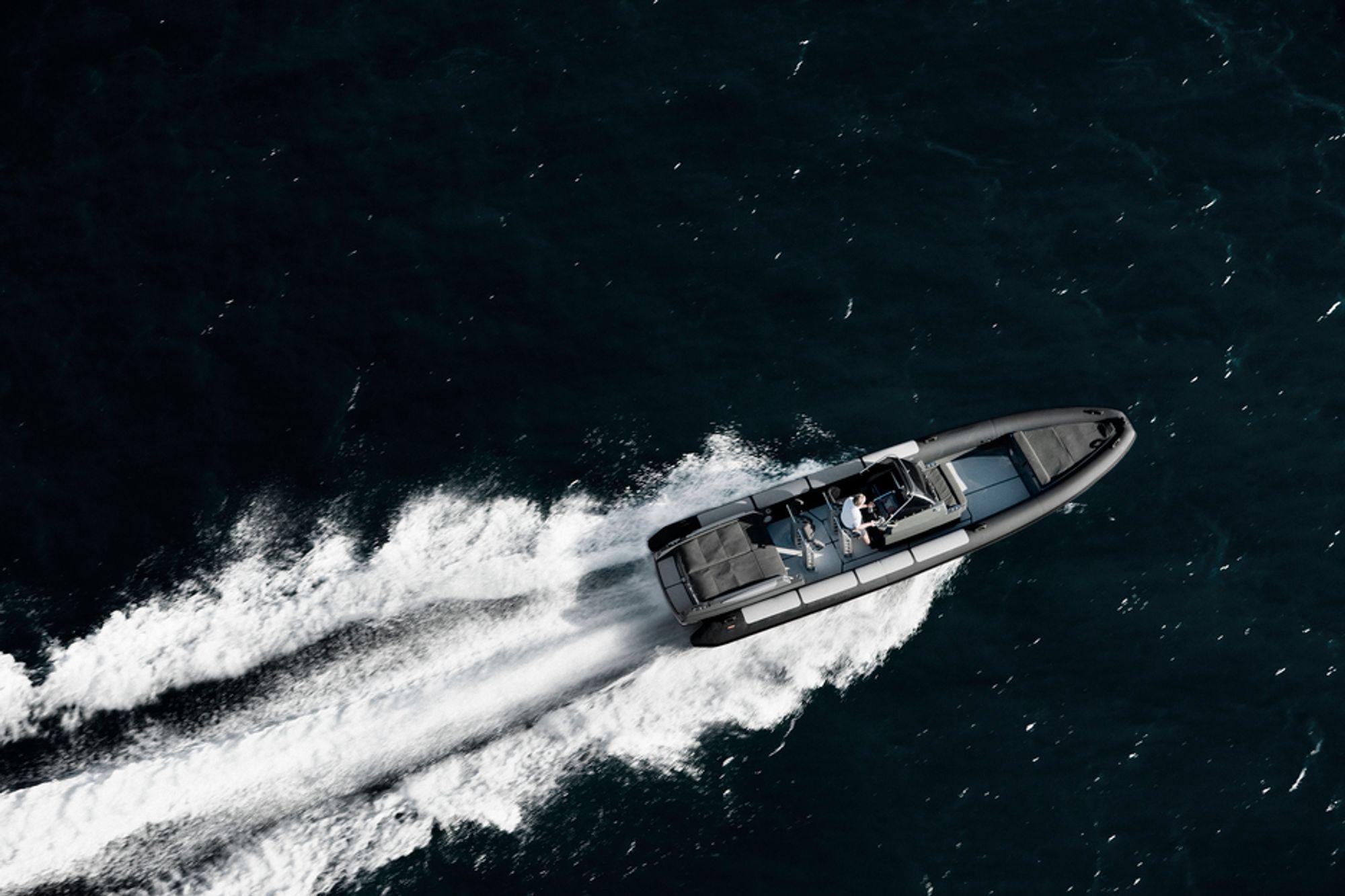 RASK: Goldfish 29 er designet og produsert i Norge. Den er kjent for å være svært rask. Med den raskeste motoren skal båten kunne gå i 80 knop, eller 150 kilometer i timen.