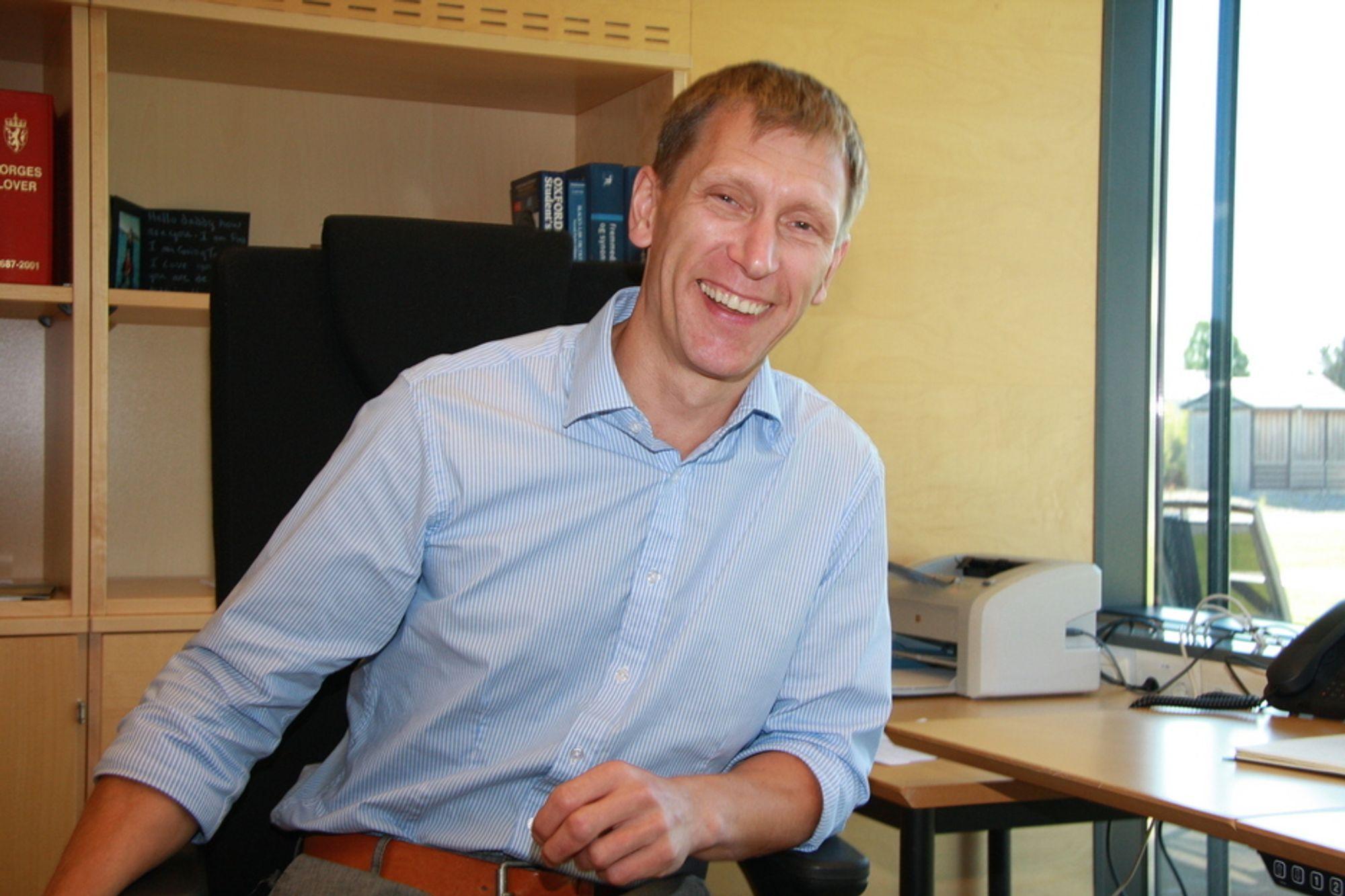 STOLT: SHT-direktør William Bertheussen er fornøyd med at EU-organet EMSA vil ha norsk ekspertise med på laget, selv om det bare er for ett år.