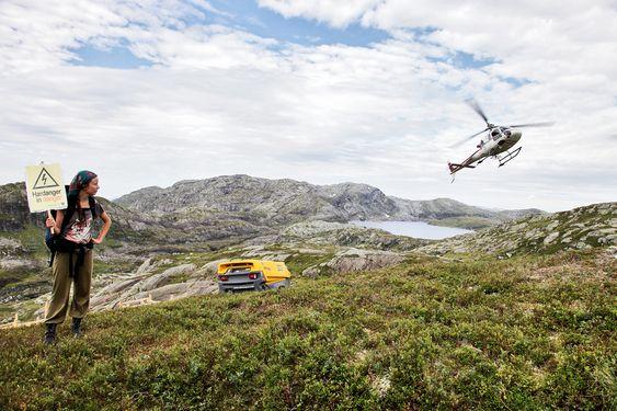 MYE HELIKOPTER: Statnett og den kroatiske entreprenøren Dalekovod er avhengig av helikopter for nesten alt de skal gjøre på Ålviksfjellet, som ligger over to timers gange fra nærmeste bilvei. Dermed blir de også veldig sårbare for aksjonister.