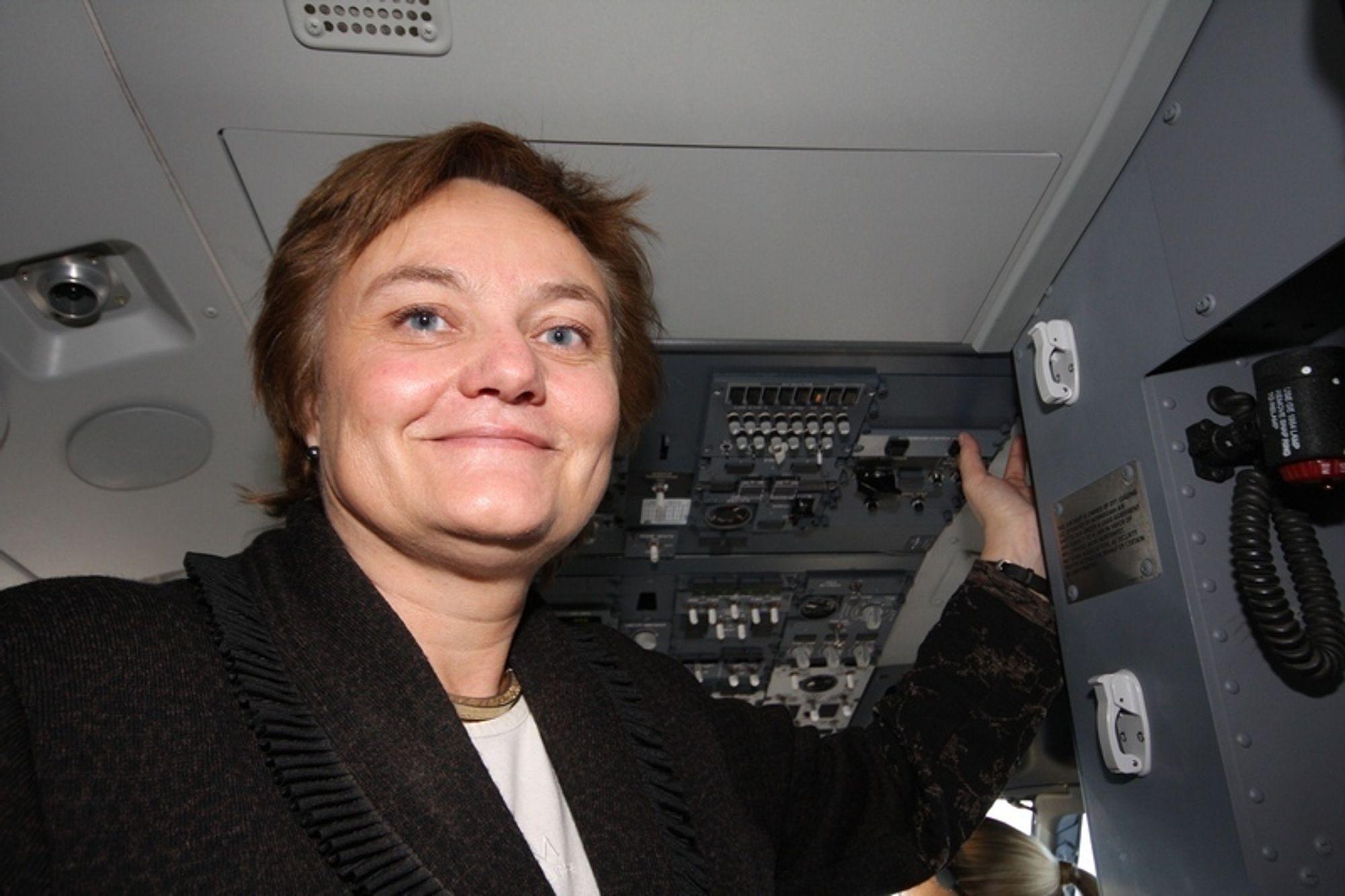 PÅ LUFTA: It-minister Rigmor Aasrud kunne starte Norwegians bredbånd i lufta fredag formiddag.
