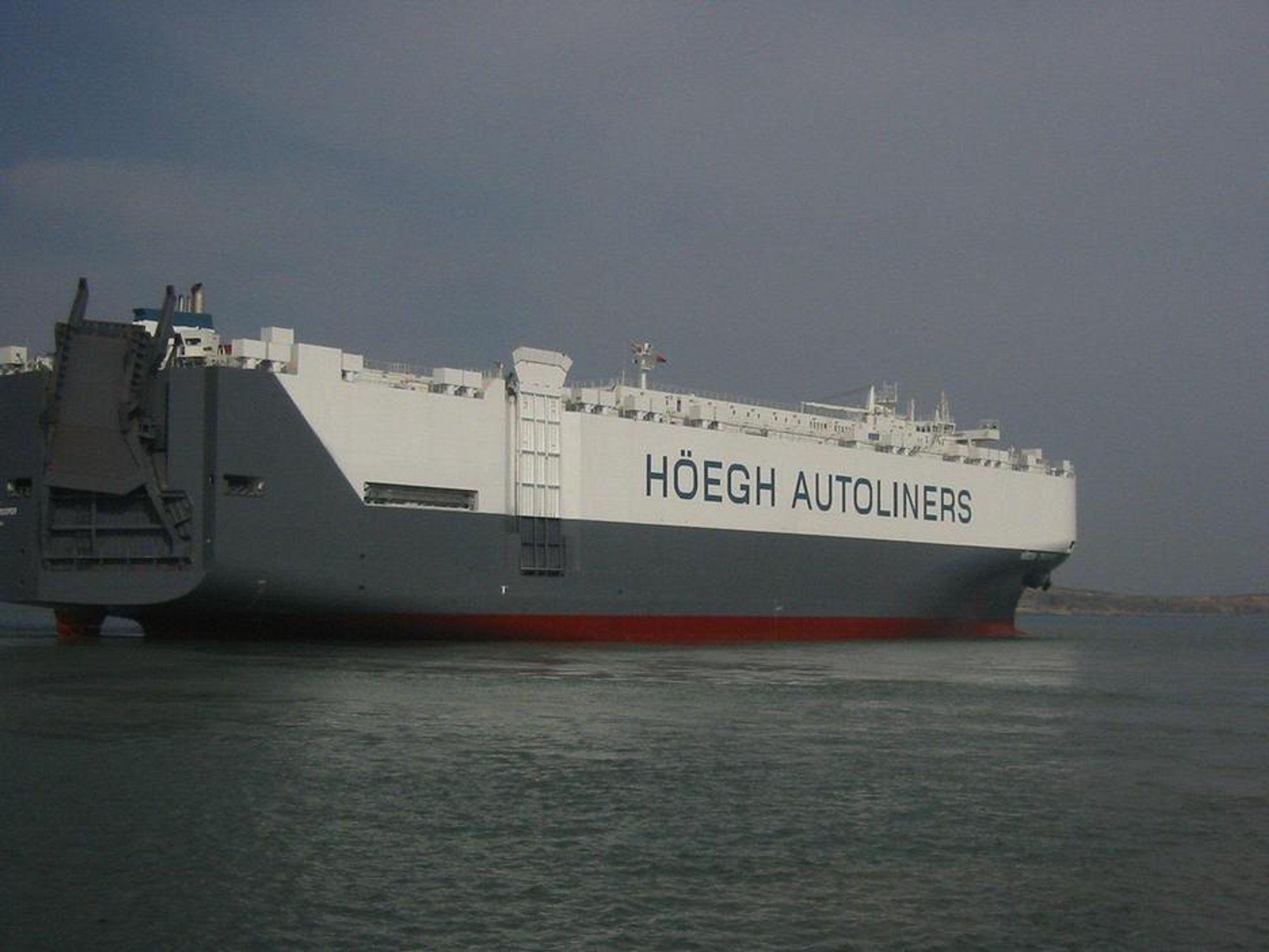 RO-RO: Höegh Autoliners mener det blir stort behov for å sende forsyninger til Japan. Selskapets skip har store lasteramper for å kjøre stort gods om bord, og ikke bare biler.