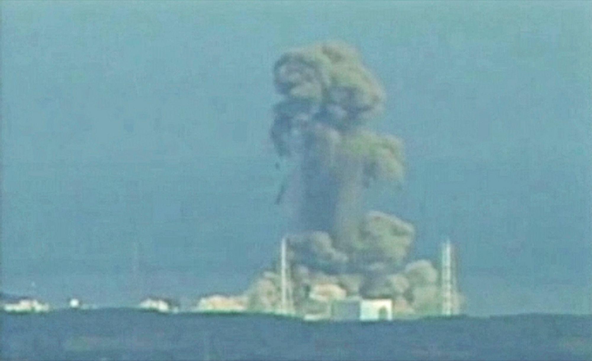 UTEN VANN: Den siste melding fra kjernekraftverket Fukushima-Daiichii er at vannpumpene i reaktor to har sviktet. Alt kjølevannet i reaktoren var en stund borte slik at brenselsstavene har vært fullstendig avdekket.