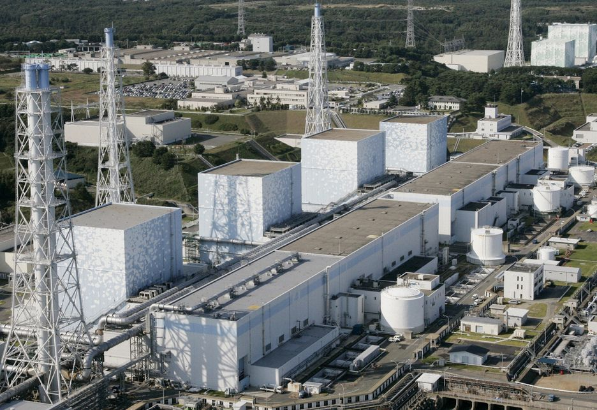 ØDELAGT: Kjernekraftverket Daiichi i Fukushima ble ødelagt under det voldsomme jordskjelvet i Japan fredag og flere andre er ute av drift. Nå må japanerene spare på strømmen.