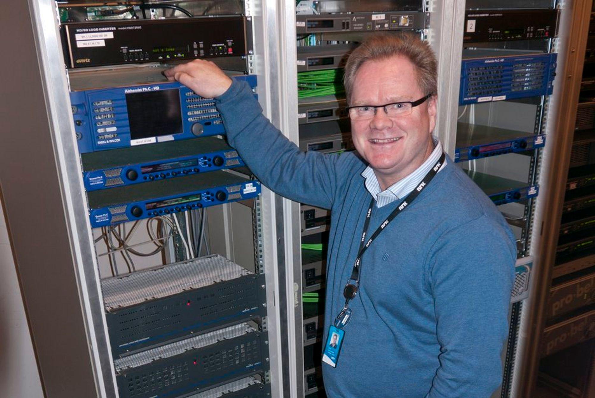 UTFORDRING: Teknologidirektør Nils Bjarne Foss hos NRK har hatt en utfordring med å få plass til tre HD-kanaler og alle radiokanalene i bakkenettet.