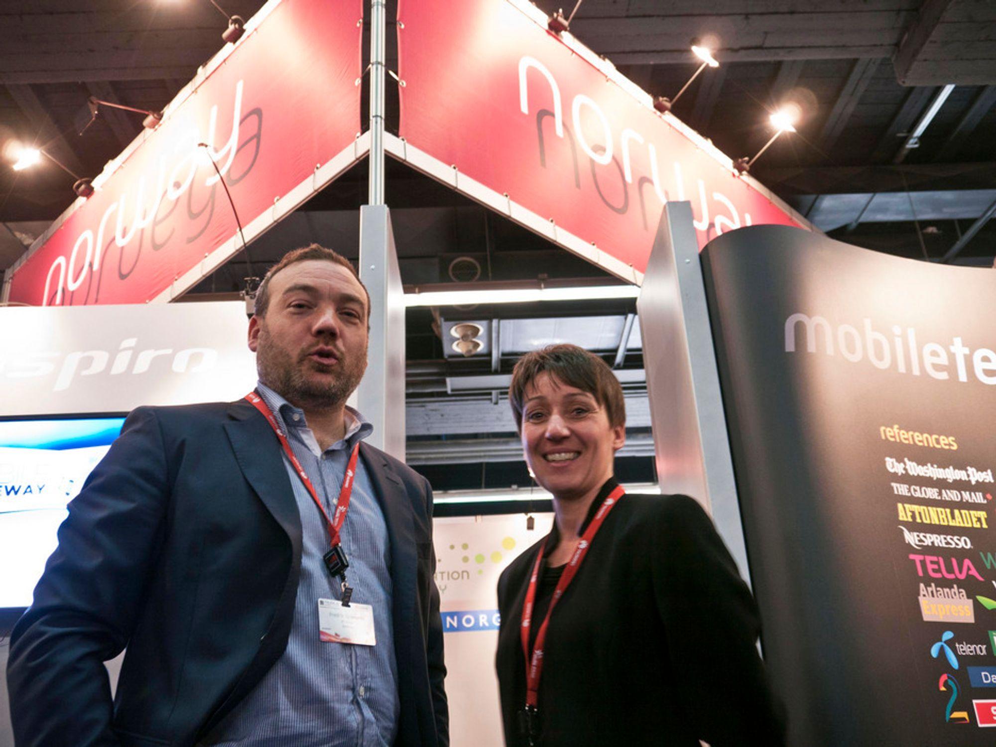 SAMMEN: Direktør for næringsutvikling i IKT Norge, Fredrik Syversen, og Desire Vikse i Innovasjon Norge har jobbet sammen for å arrangere den norske fellesstanden på Mobile World Congress i Barcelona.