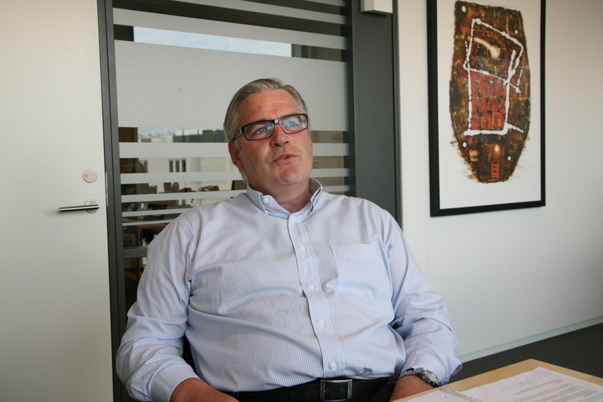 Administrerende direktør Geir Dølvik i Manpower Professional Engineering mener vi er på vei mot kraftig ingeniørmangel i Norge, og at vi må gjøre noe for å tiltrekke oss flere utlendinger.