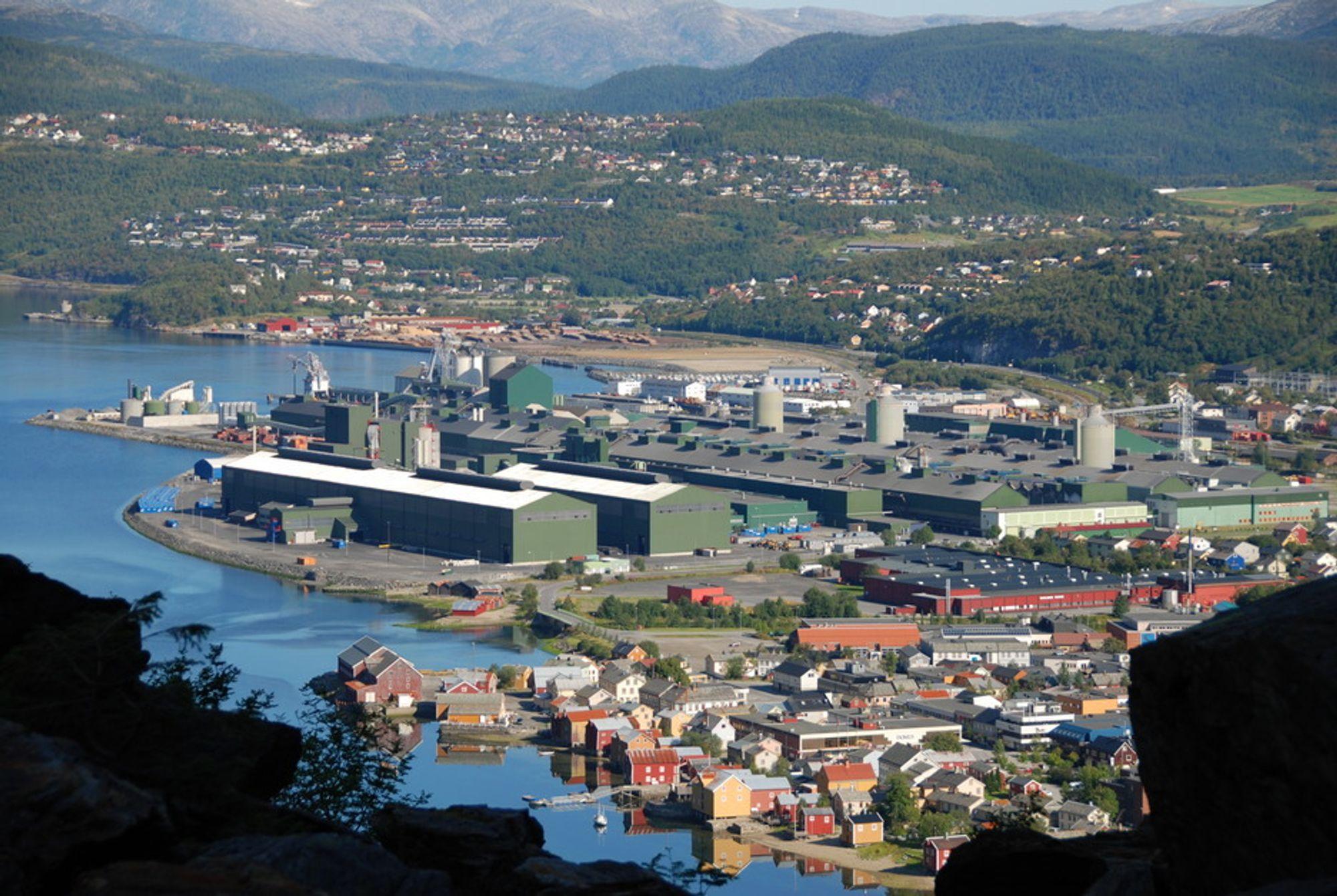 Alcoa har redusert utslippene ved sin virksomhet i Mosjøen betraktelig. På 70-tallet lå det et tykt lag av gul smog over byen som følge av aluminiumsvirksomheten.