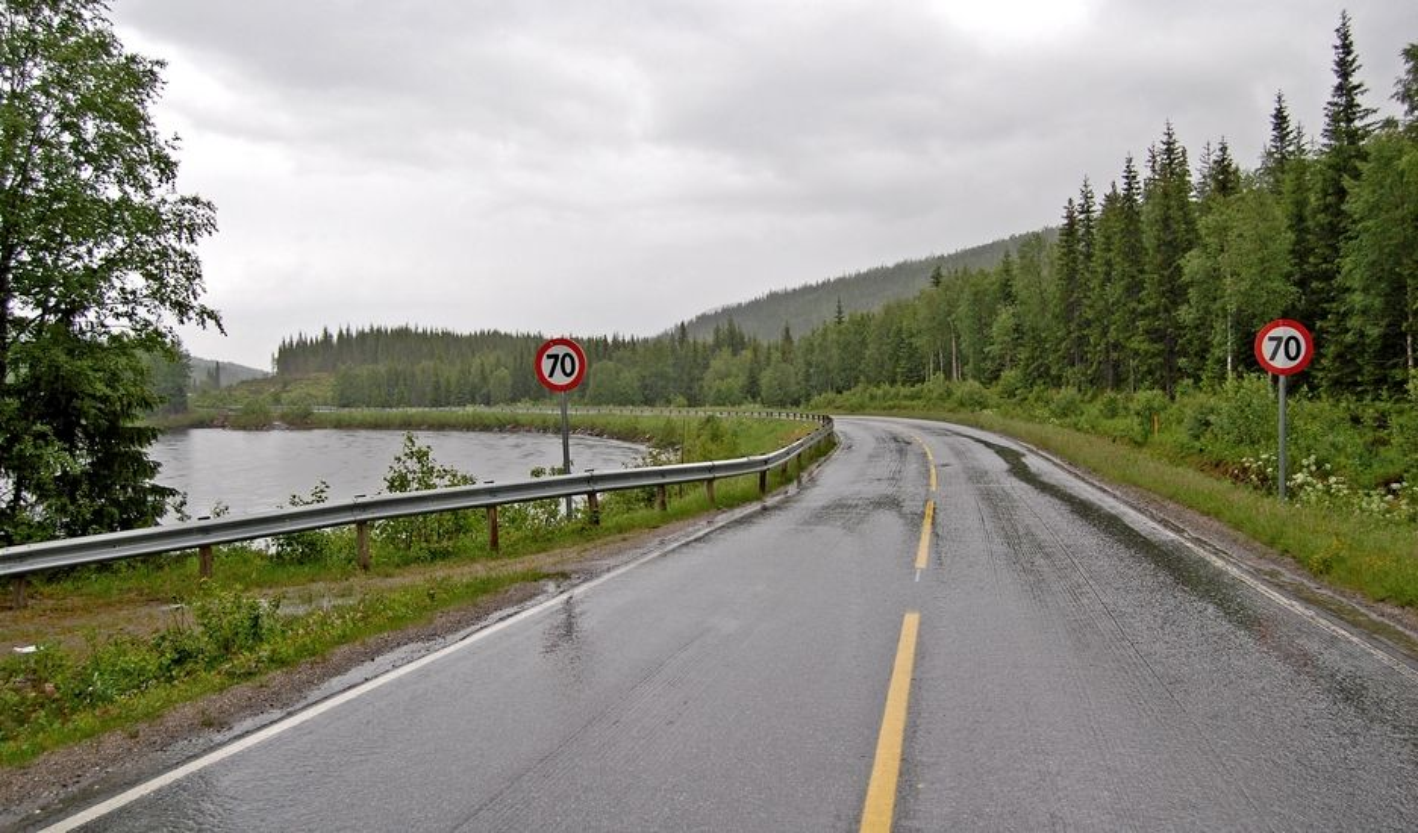 E 6 mellom Brenna og Kapskarmoen er bred nok til at det kan markeres midtlinje, men ikke stort mer. Brødrene Brøndbo skal gi den skikkelig standard.