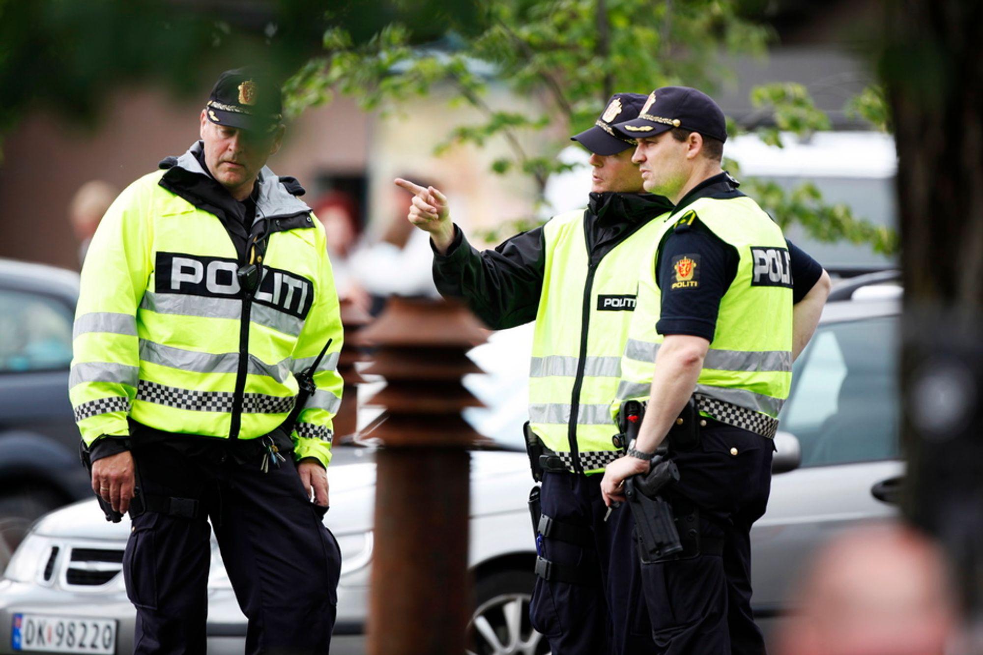 PARADOKS: Nødnettet fungerte godt da bomben i regjeringskvartalet smalt, men da skytetragedien startet på Utøya måtte mannskaper flyttes til Nordre Buskerud politidistrikt: De er ikke koblet til nødnettet, og det ga store kommunikasjonsproblemer.