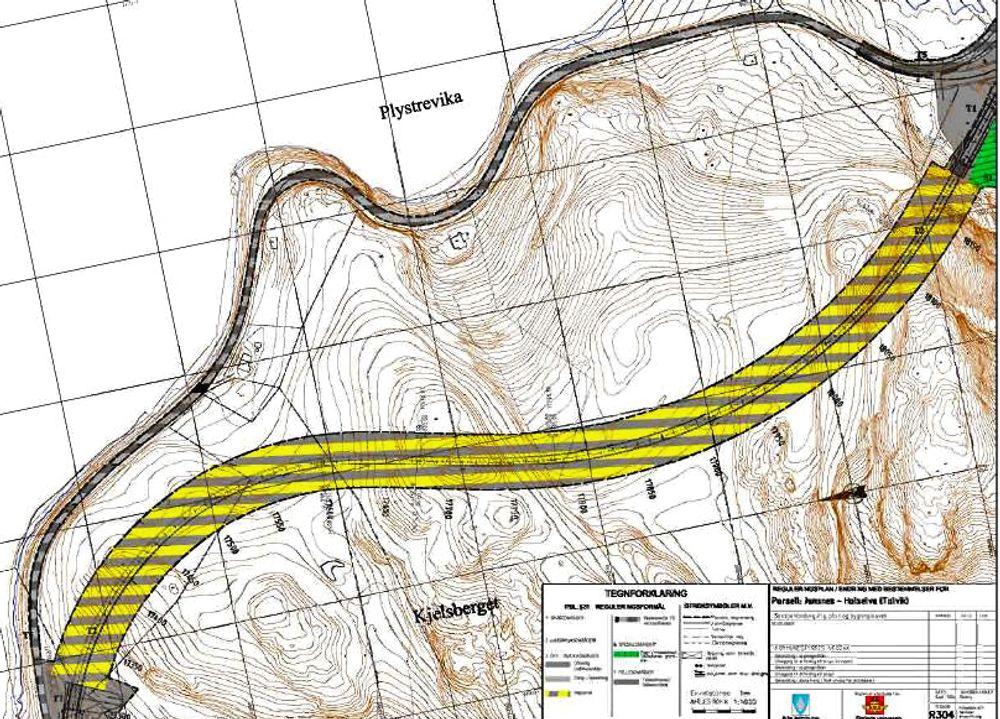 Den brede linjen av gule og grå striper markerer Talviktunnelen. Nåværende E 6 langs fjorden har en svært dårlig geometri. Ill.: Statens vegvesen